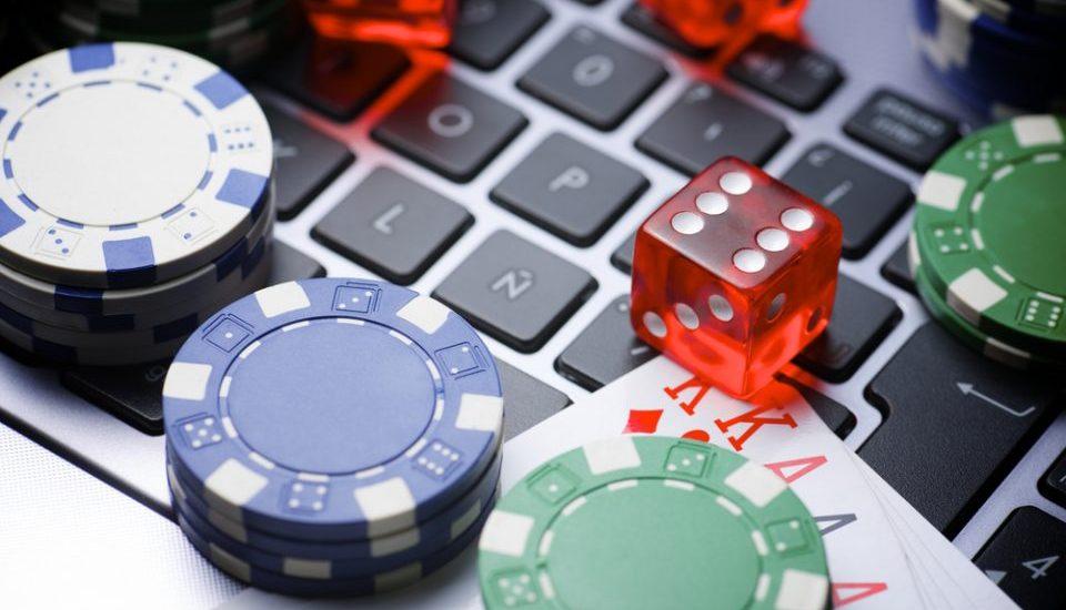 Реально ли выигрывать в онлайн покере фильм ограбление казино с бредом питом смотреть онлайн