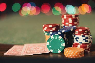 Кто выиграл в покере, если у обоих игроков две пары
