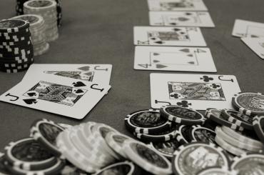 По сколько фишек раздавать в покере