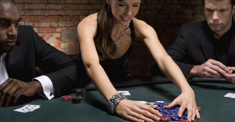 Невероятные раздачи в покере