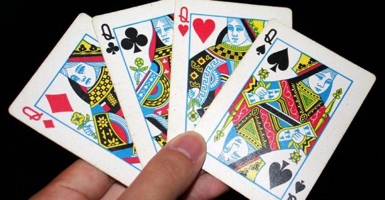 Четыре дамы в покере